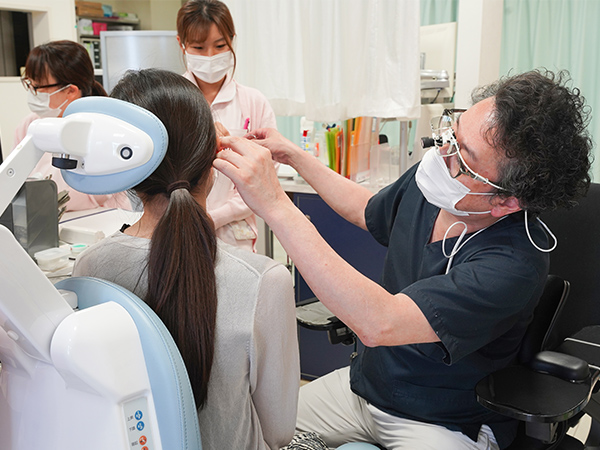 画像:耳鼻科診察の様子